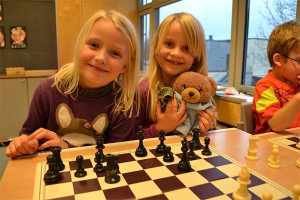 Sjakk er gøy både for gutter og jenter!