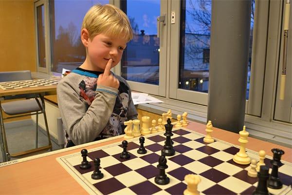 Sjakk øver konsentrasjonsevnen, og morsomt er det også.
